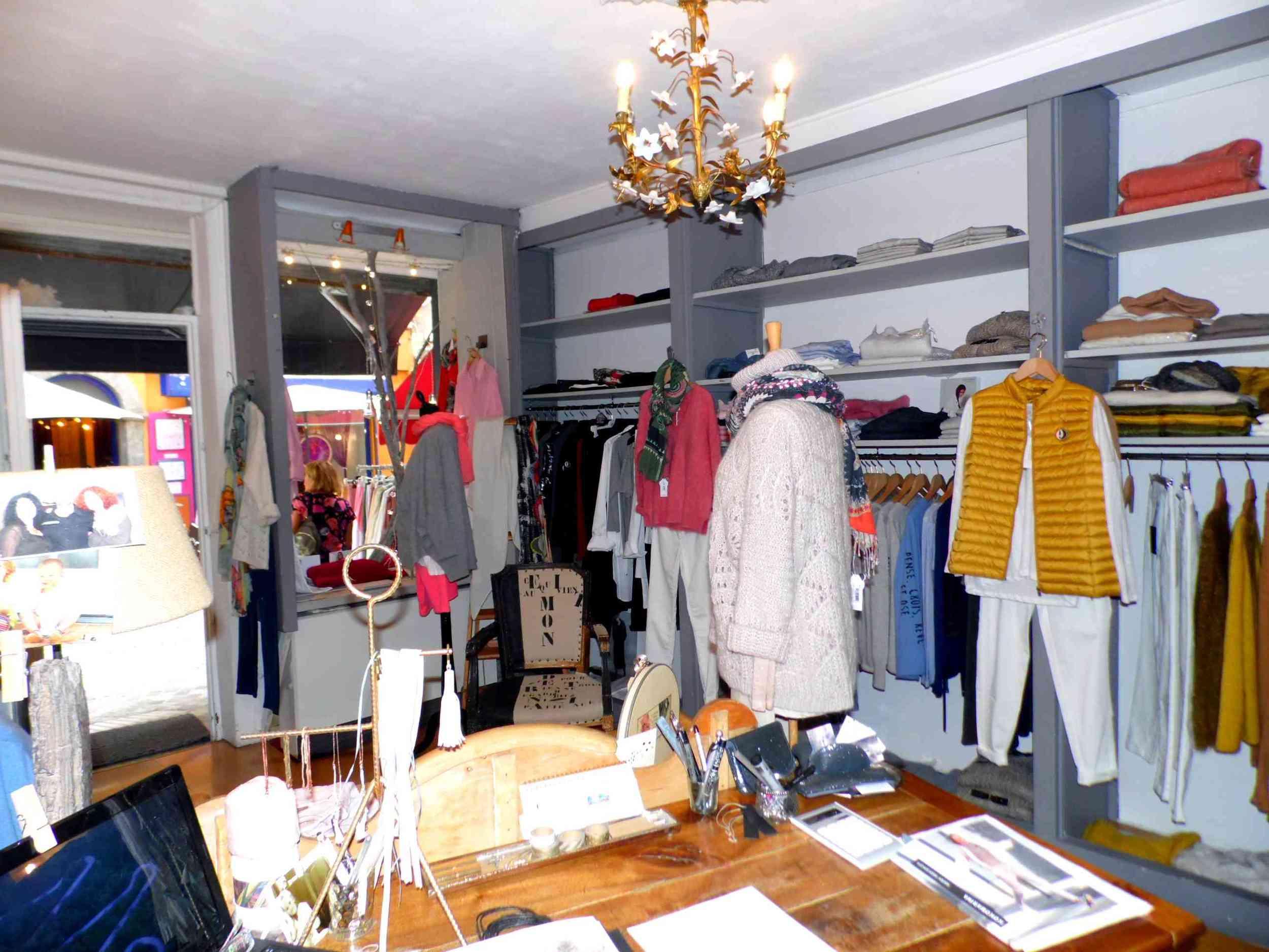 vente fond de commerce boutique 2 pièces Barcelonnette 04400